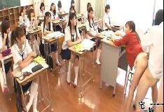 Porno dentro da sala de aula pra os alunos assistir